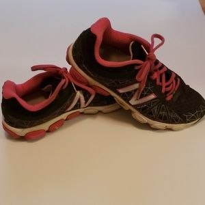 (New Balance) Shoes.   Good Condition